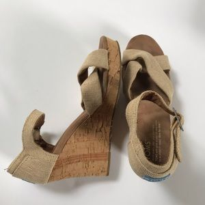 Toms wedge sandal shoe cream size 8